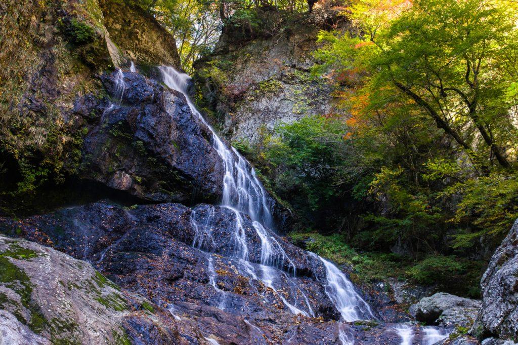 中の滝(下多古)