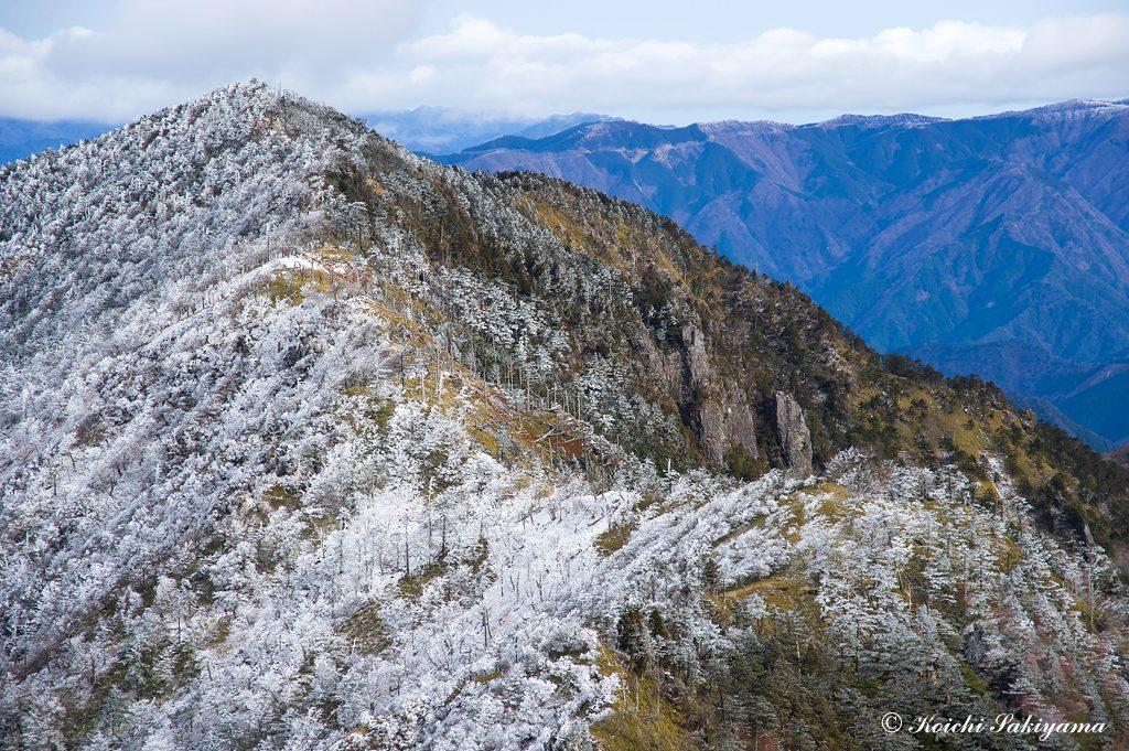孔雀岳と一郎岩、二郎岩、三郎岩、五百羅漢