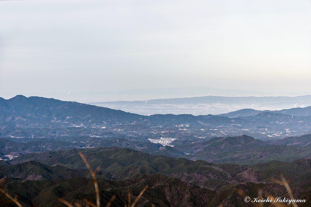 遠く大阪湾と六甲山系の山々まで見渡せます。