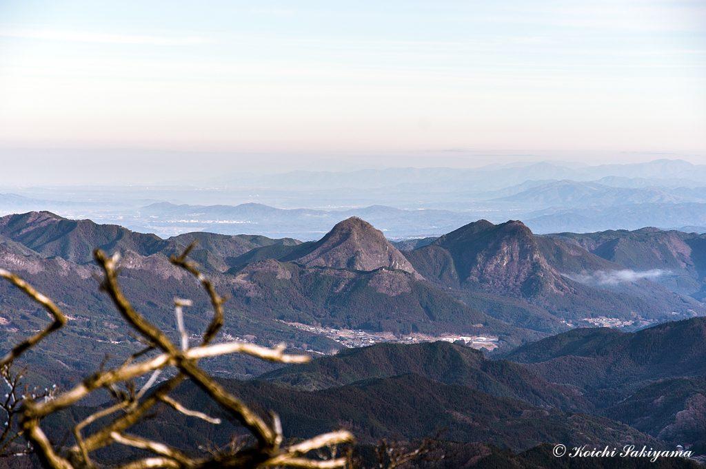 兜岳、鎧岳の雄姿と屏風岩