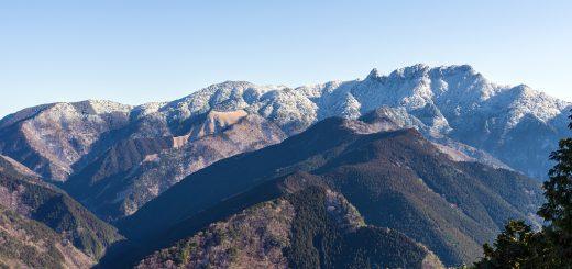 第二鉄塔から大日山、稲村ヶ岳、手前に走る尾根はカンスケ尾
