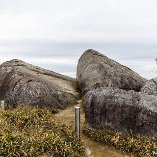 修験道のメッカだった交野山の観音岩