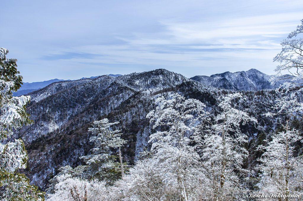 竜ヶ岳、大普賢岳へ延びる大峰奥駆道