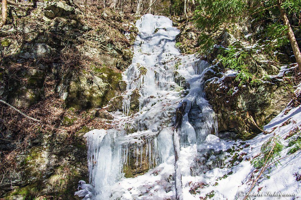 レンゲ坂登山道で見かけたミニ氷瀑