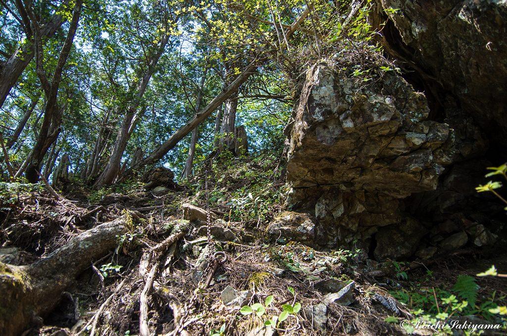 鐵山への急な登り
