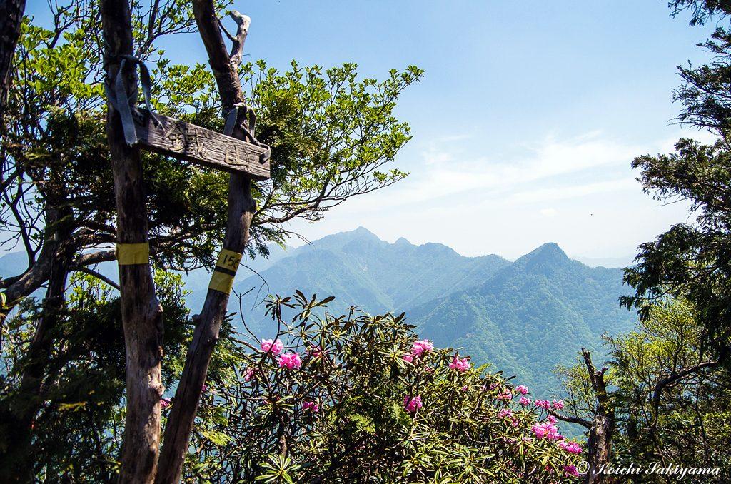鐵山の山頂から行者還岳と大普賢岳
