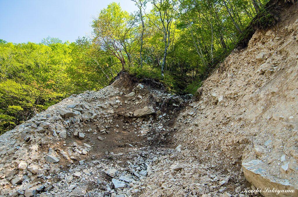 聖宝谷への降り口は、崩落した斜面