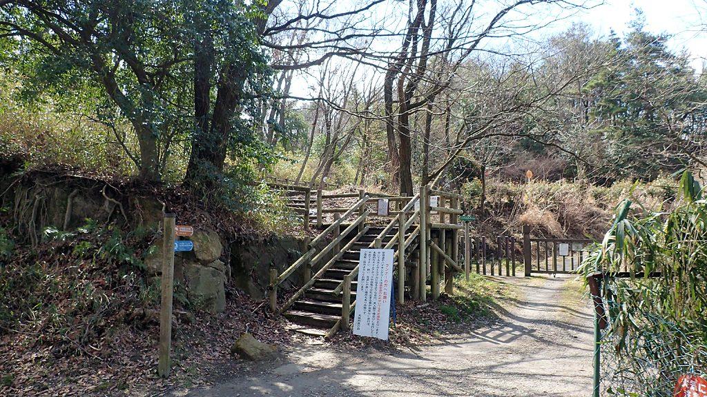 府民の森くさか園地燈篭ゲート