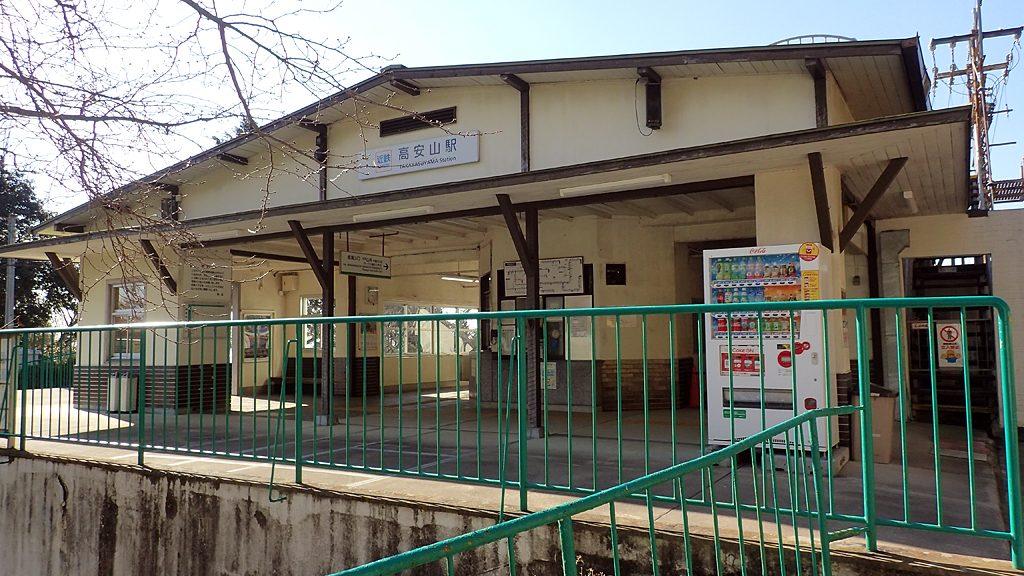 高安山駅と信貴山口駅は、ケーブルカーで結ばれています。