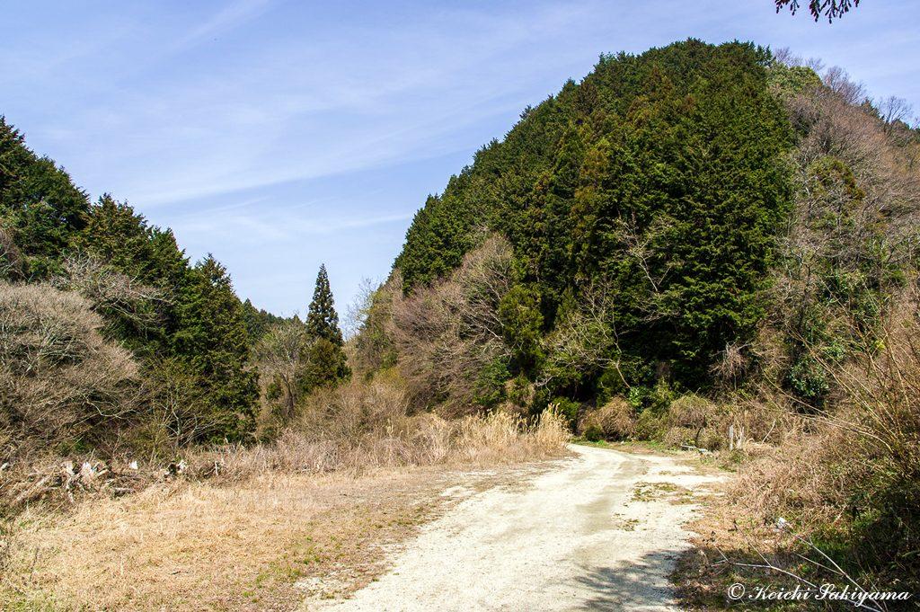 越口…その昔、農業用水をめぐる大和側と河内側の戦いの起点となった場所
